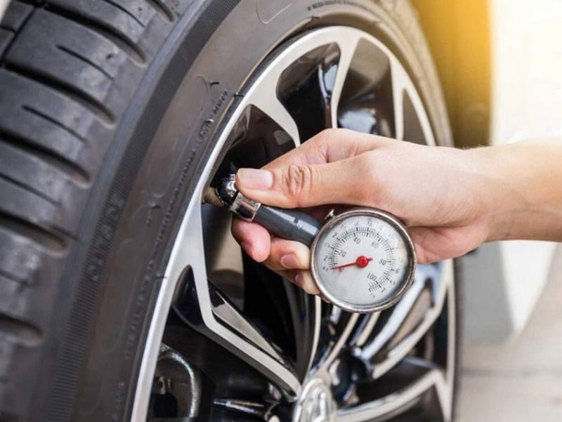Bơm lốp xe ô tô đúng cần gì?