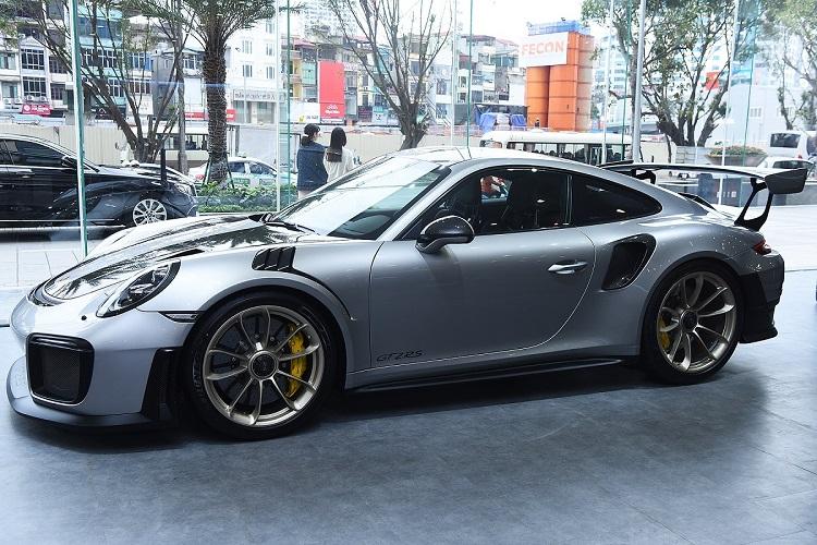 Xe ô tô Porsche 911 GT2 RS